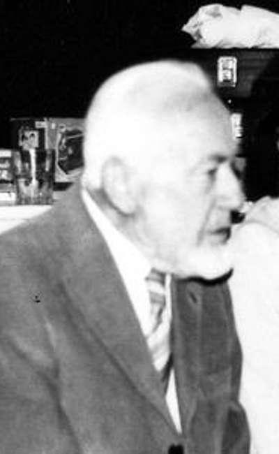 Image de couverture de Le vieil homme et les petits cailloux…
