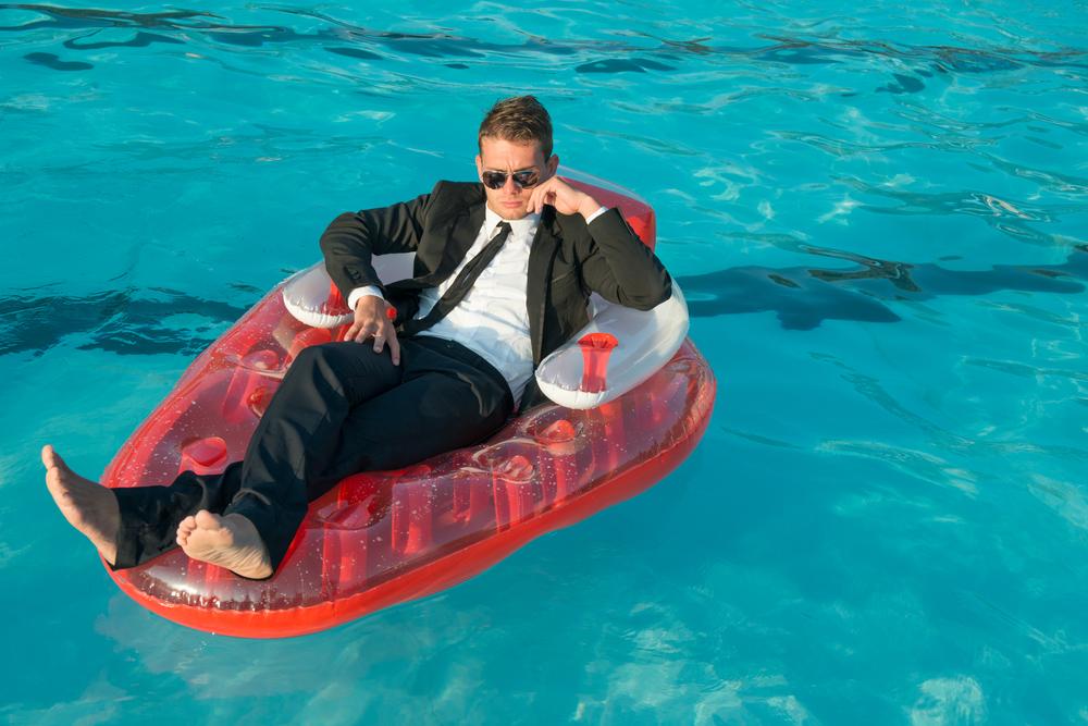 Désolé c'est tout ce que j'ai trouvé comme photo combinant businessman et piscine 😎