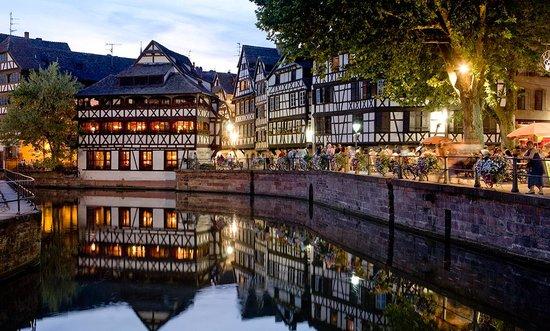 Vous allez devoir réaliser un site web pour mettre en avant Strasbourg !