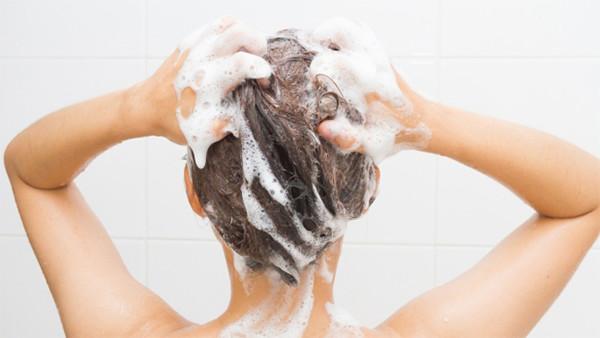 Tipy pro správné mytí vlasů