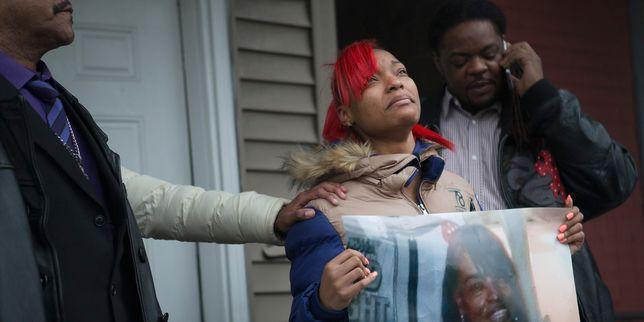 Un policier de Chicago r�clame 10�millions de dollars � la famille d'un jeune homme qu'il a abattu