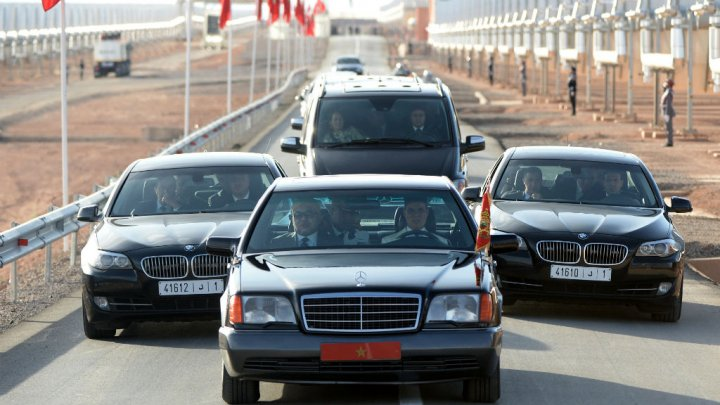 Vidéo : Grosse frayeur à Rabat :  Un homme se jette sur la voiture du roi du Maroc