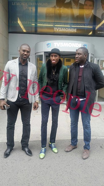 Wally Ballago Seck et ses partenaires Khadim et Tapha dans les studios de TV5 et de BBlack Tv