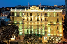 Hotel Hermitage - Façade at Night