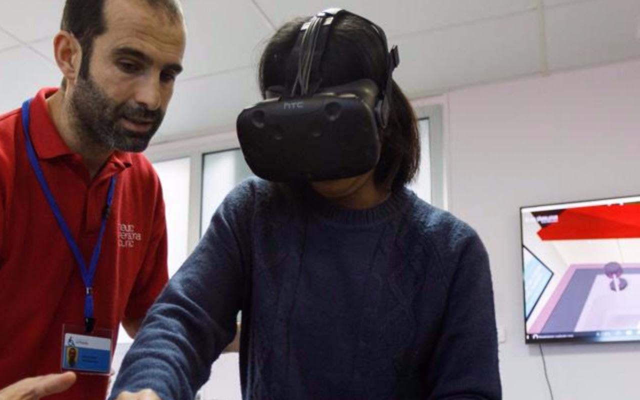 ¿Cómo puede ayudar la realidad virtual en la rehabilitación de un ictus?
