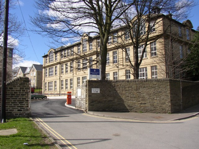 Brighouse High School Sixth Form College geograph.org.uk 150719