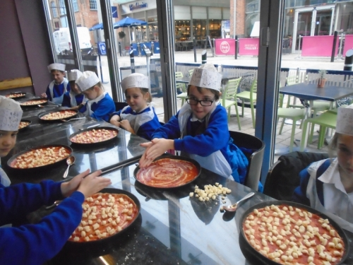 Y3 and 4 Trip to Pizza Express