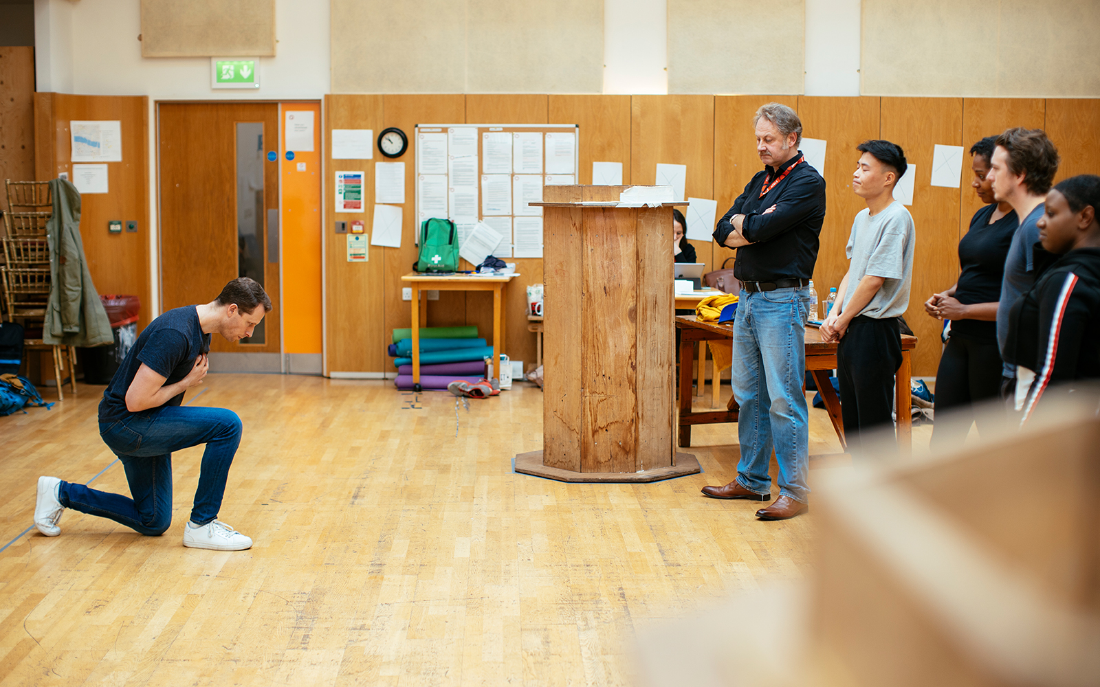 REHEARSAL IMAGE 25_ MACBETH 2020_ PLAYING SHAKESPEARE WITH DUESTCHE BANK_ STANDARD IMAGE