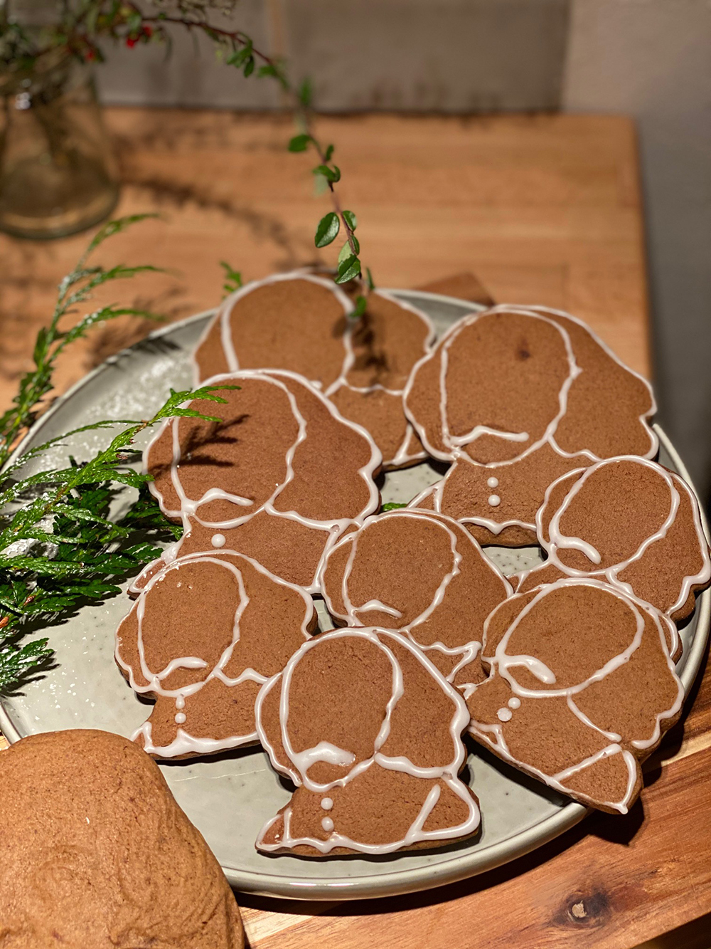 Gingerbread biscuits in the shape of Shakespeare's face rest on a plate, with icing sugar detail.