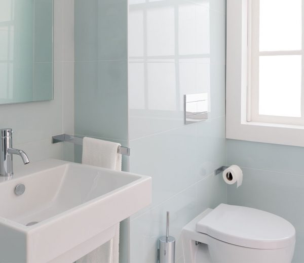 10 Simple Storage Hack for a Tiny Bathroom
