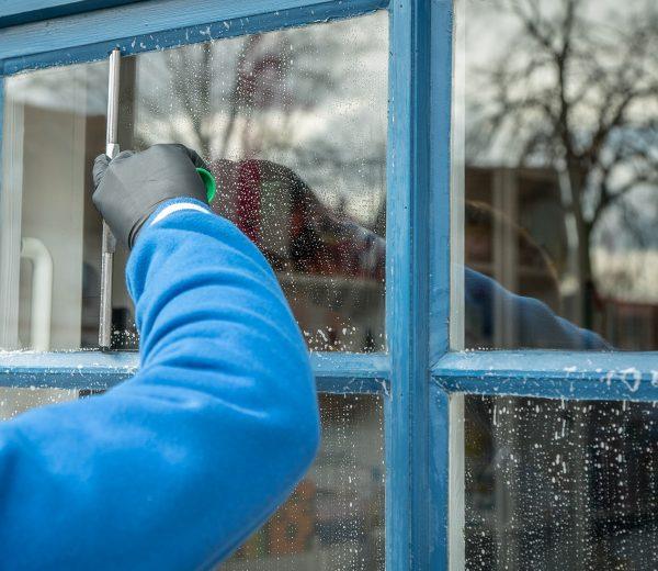 7 Handy Window Cleaning Hacks
