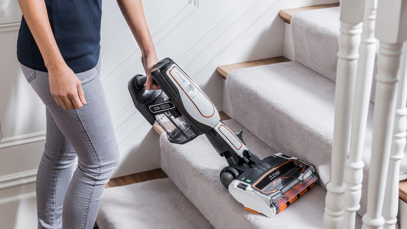 Stairs Cleaning with the Shark Cordless Vacuum Cleaner