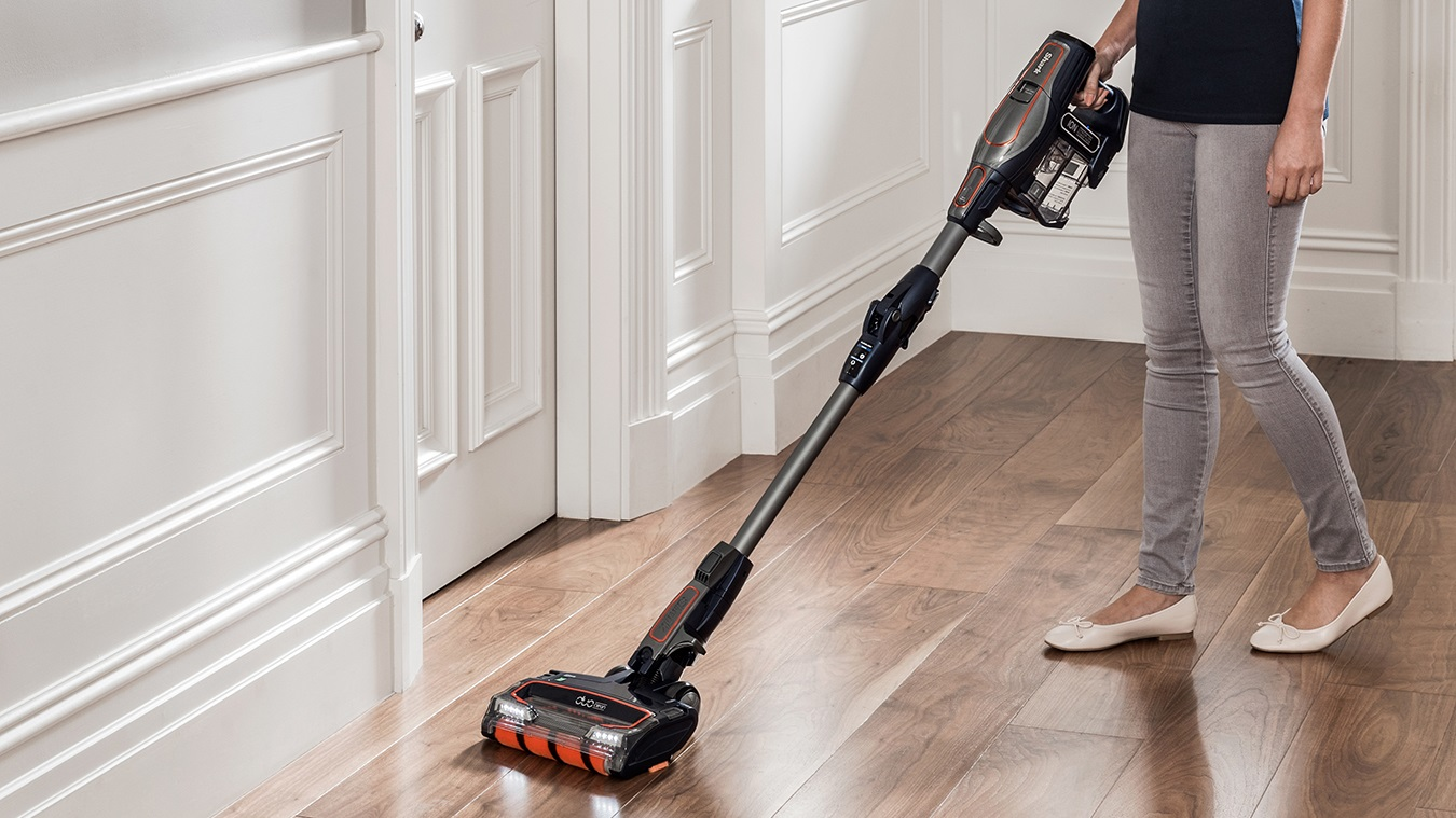 Hard Floor Cleaning with the Shark DuoClean Cordless Vacuum Cleaner IF250UKT