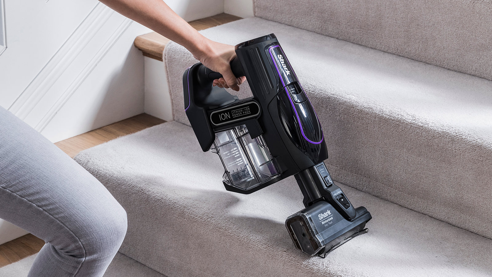 Cleaning Stairs with Shark Cordless Vacuum Cleaner IF130UKTH