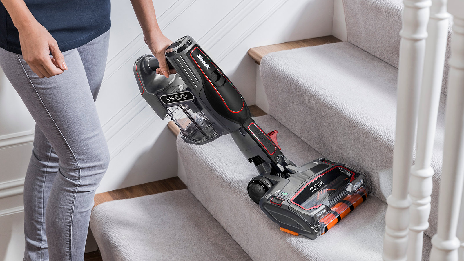 Cleaning Stairs with Shark Cordless Vacuum Cleaner IF260UKTH