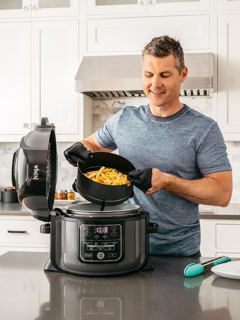 Ninja-Foodi-Multi-Cooker-Air-Fryer-Chips-OP300UK