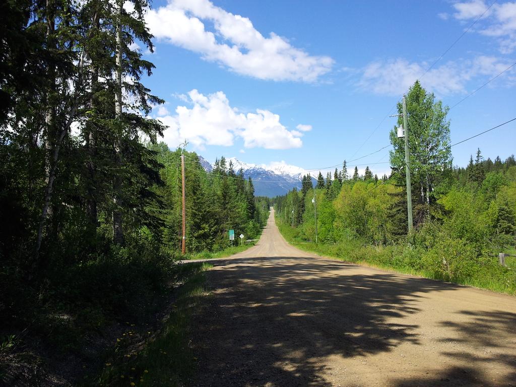 Nekonečné gravel roads se táhnou celým Columbia valley, okolo private properties