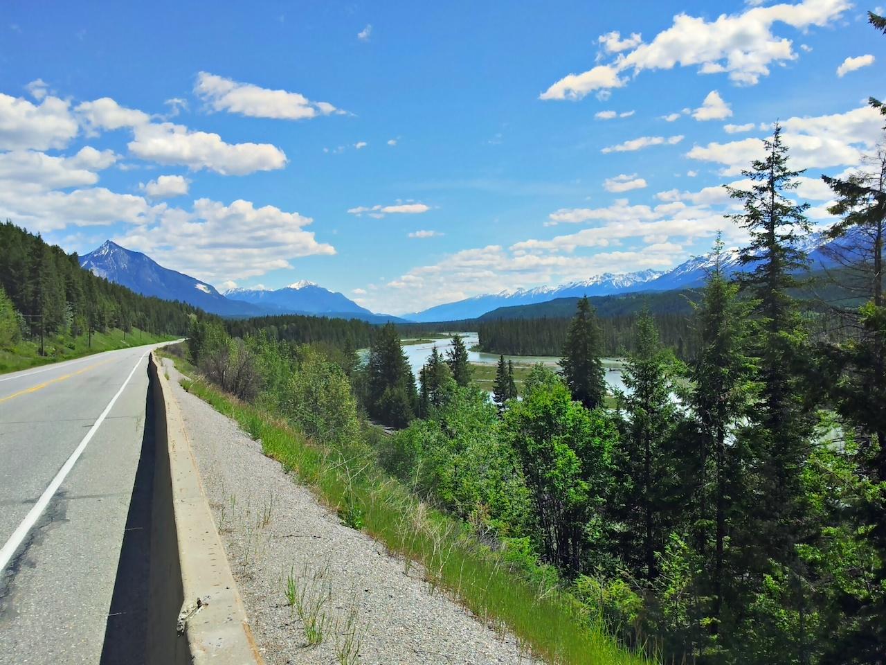 Columbia river a Transcanada highway - hned u odbočki k našim srubům