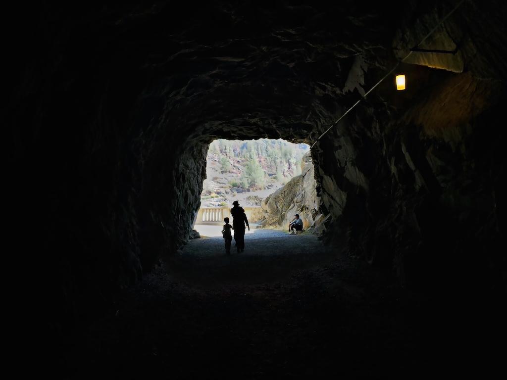 Vystřílený tunel od hráze