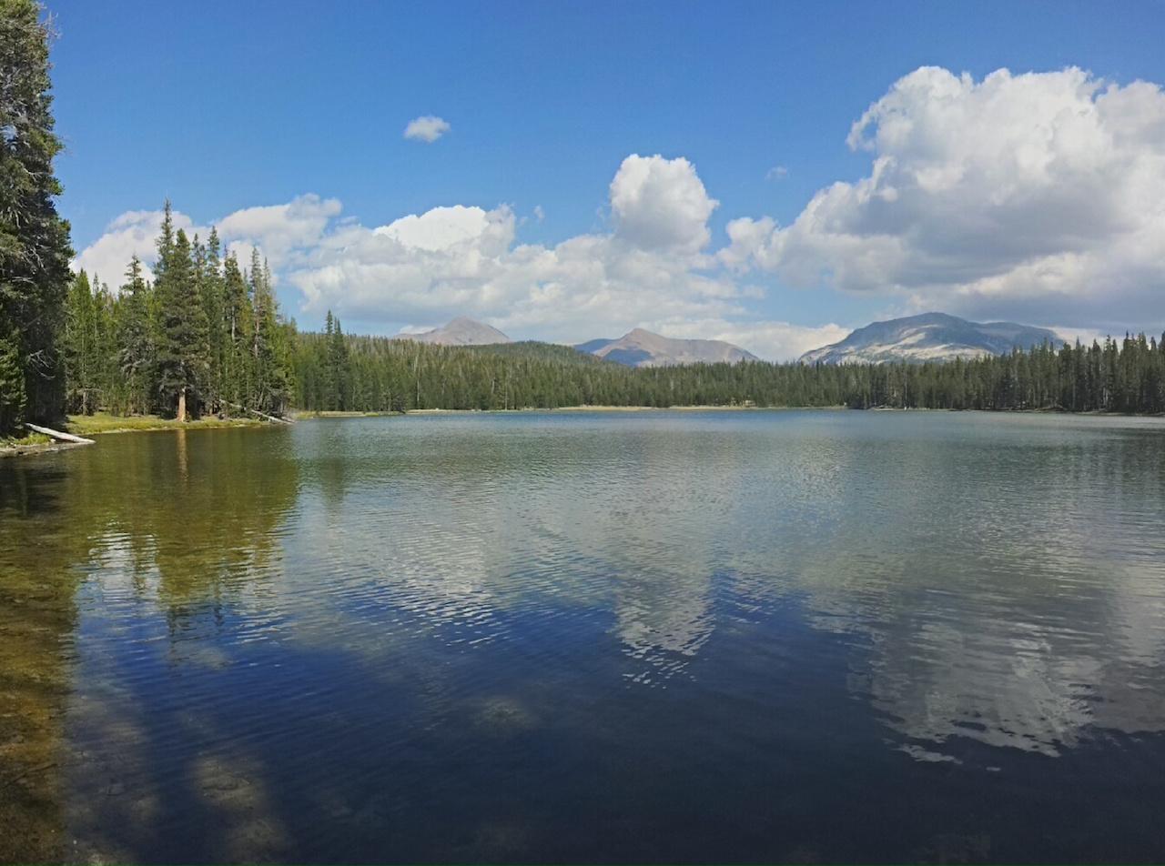 Tři vrcholky nad Psím Jezerem