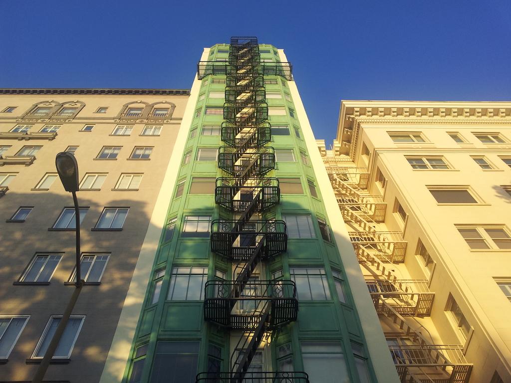 Lombard street za rohem fotí každý