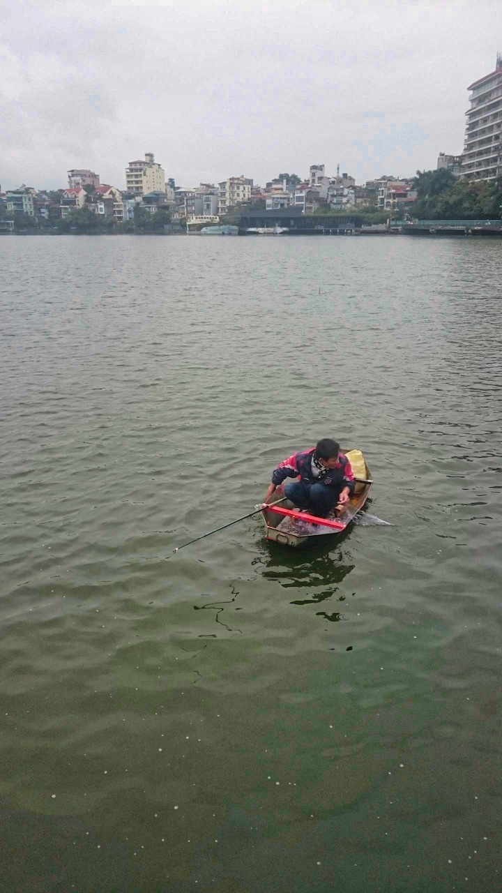 Mysleli jsme, že je to nějaké hrající si dítě - a on rybář