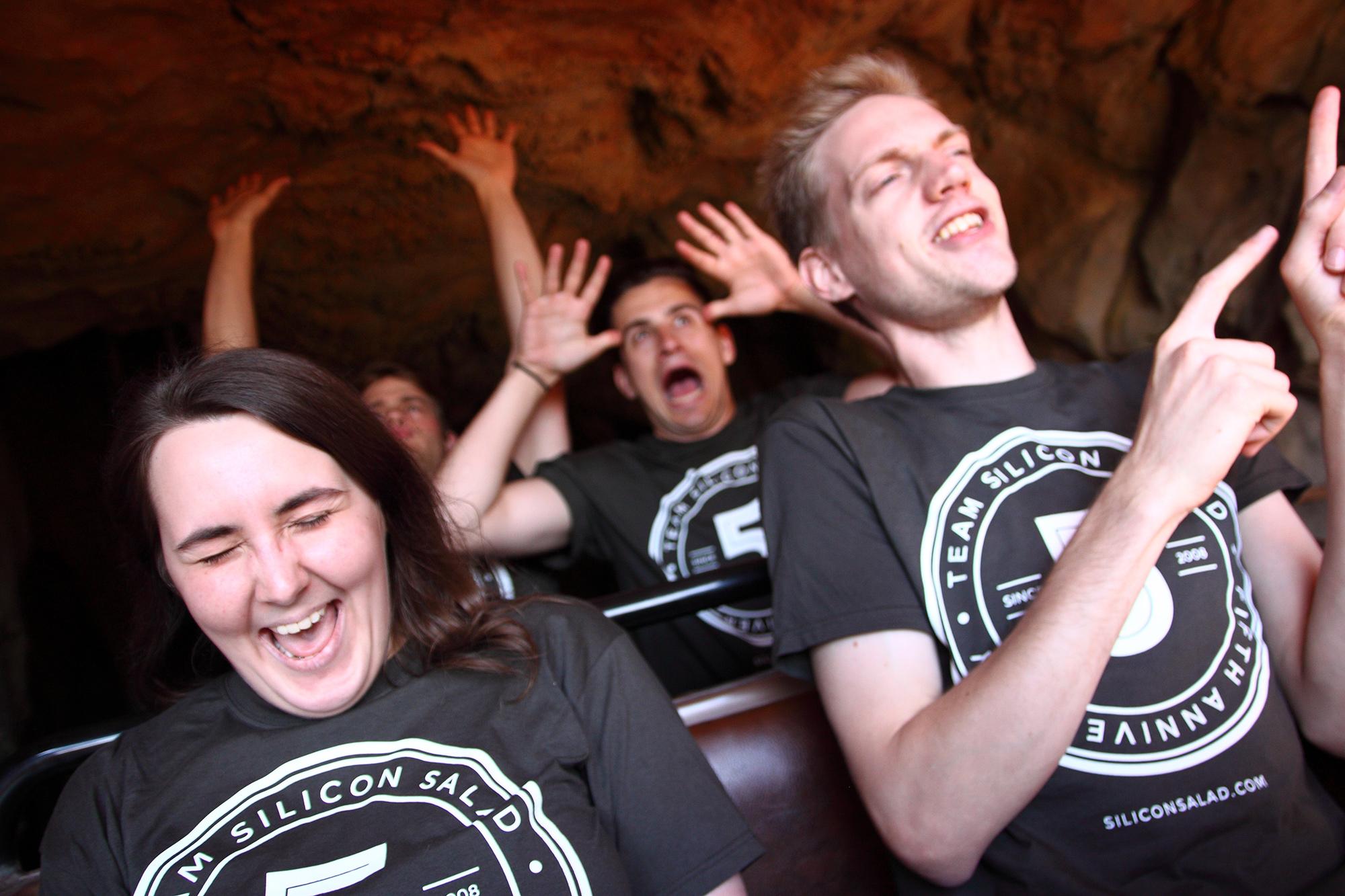 Emilie, David, Romain et Paulo dans tous leurs états à bord du train de la mine.