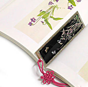 Bookmark, oriental handmade gift, mother of pearl & hand knotted tassel, crane