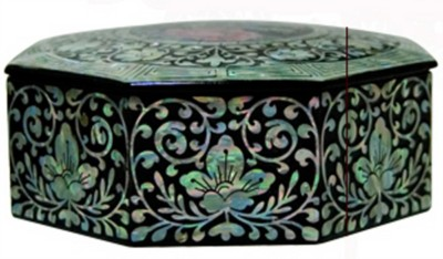 Wooden octagonal keepsake box. mother of pearl lacquer butterfly