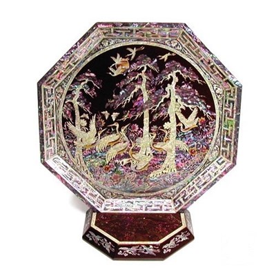 Octagonal mother of pearl inlaid lacquer display tray, pine tree & cranes