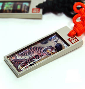 Key ring, mother of pearl gift, tiger
