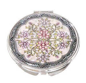 Portable mother of pearl hand mirror, white flowers