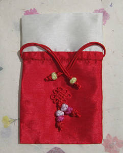 Silk jewellery pouch with drawstring, red & beige