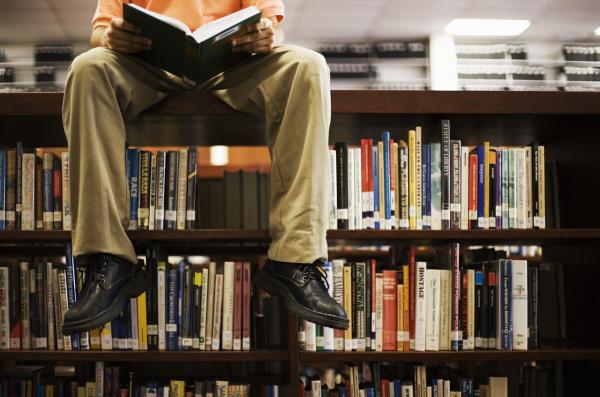 מוכרת ספרים
