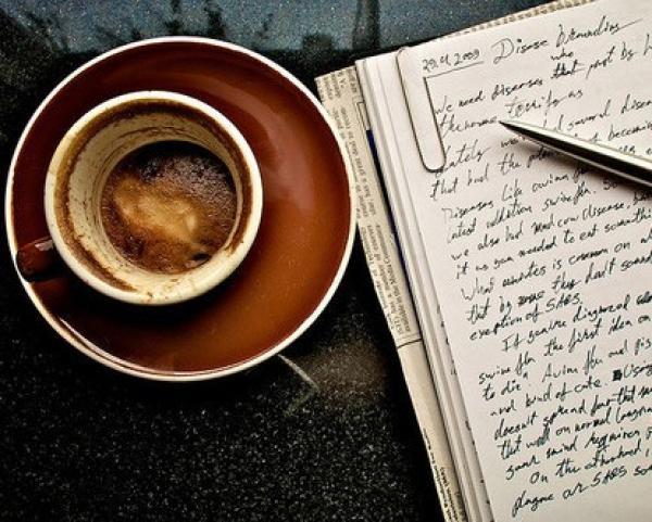 קוראת בקפה