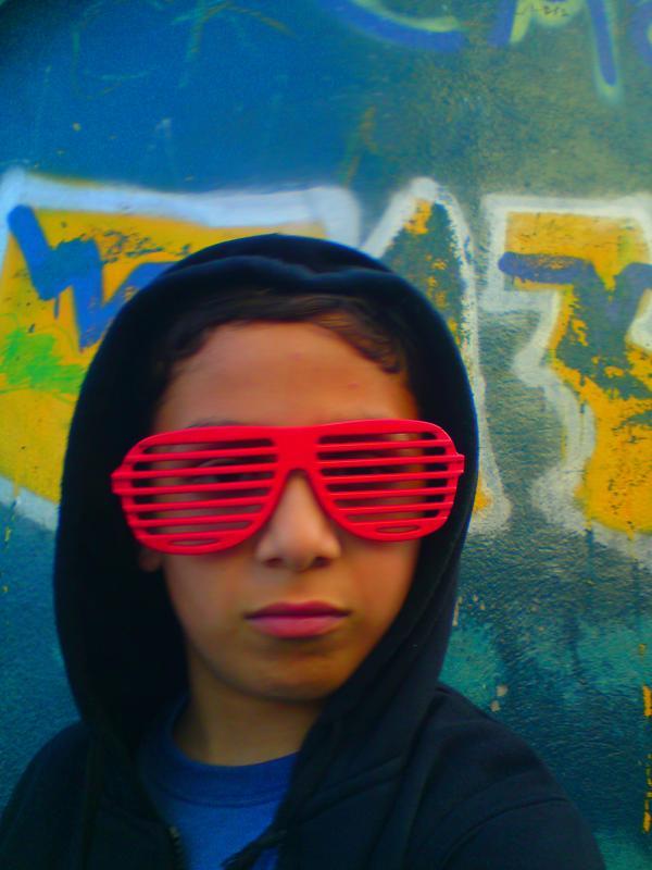 Emil בן 18 מחיפה