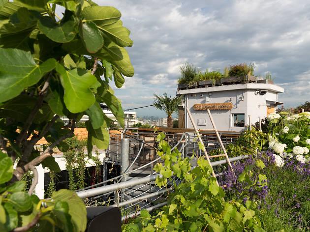 La terrasse du bar / restaurant Le Perchoir de Ménilmontant.