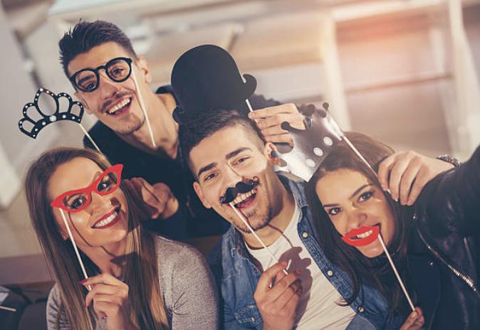Image de l'article Accessoires photobooth : les indispensables pour les mariages et anniversaires