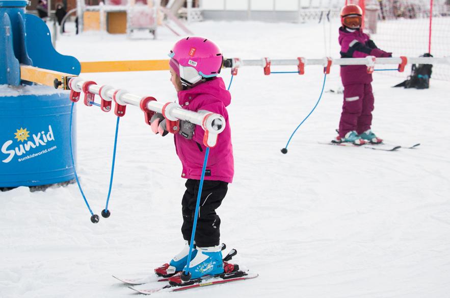 Joulu on lasten juhla. Rukalla Rosan ja Rudolfin lastenmaassa on uusi hiihtokaruselli.
