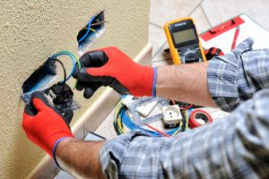 Testing a socket with an electrical meter