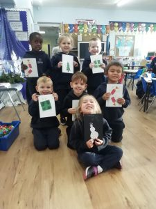 We carried on with our Advent preparations by making cards and writing a letter the residents of The Spinney. We hope that they help to cheer them up in these strange times..