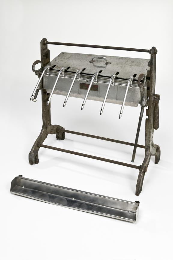 Manual bottling machine | Science Museum Group Collection
