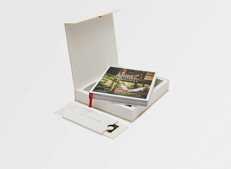 Travel-lover's gift box: wedding edition
