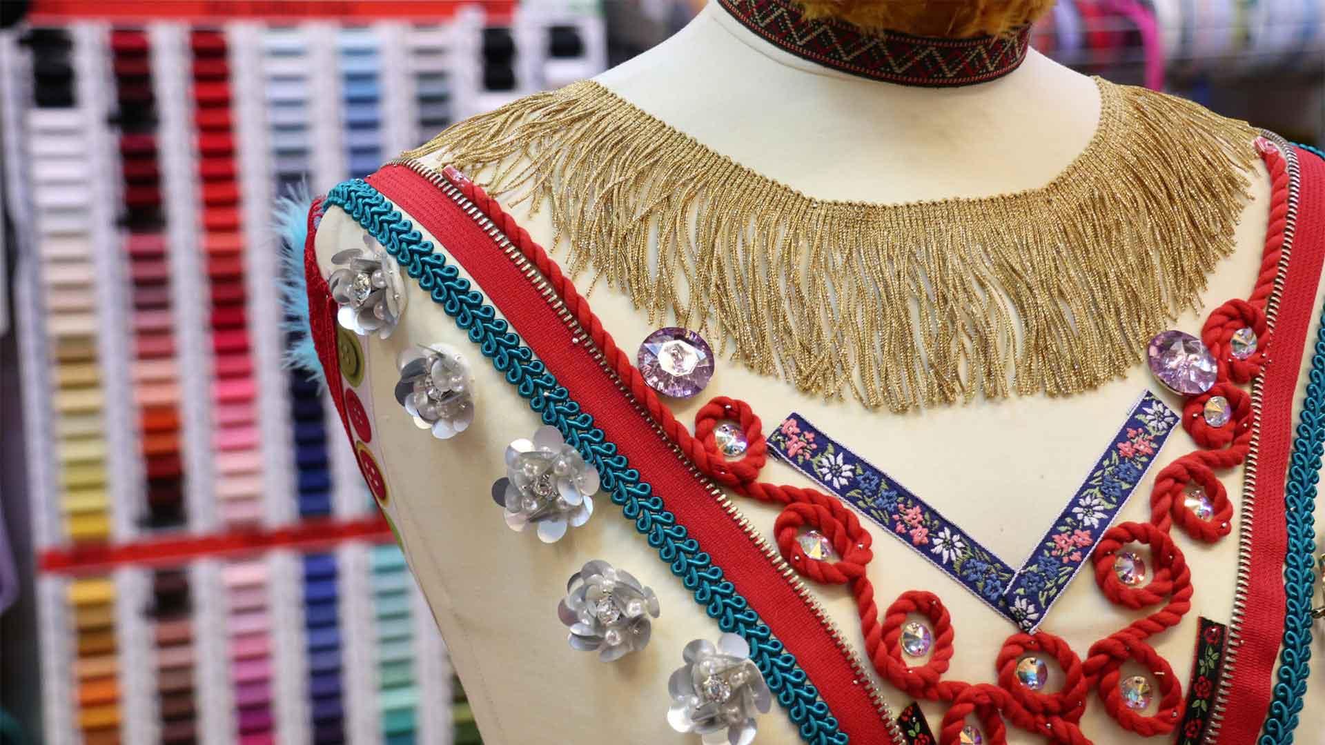 Godt utvalg av sytilbehør finner du hos Rainbow Tekstil på Design By Me