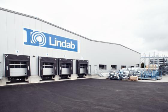 Mekaniske værtettinger på Lindabs lager.