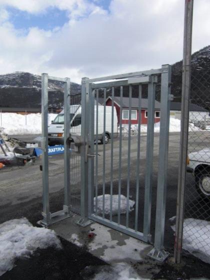 Sikkerhetsdør til varelevering, større gods og rømning.