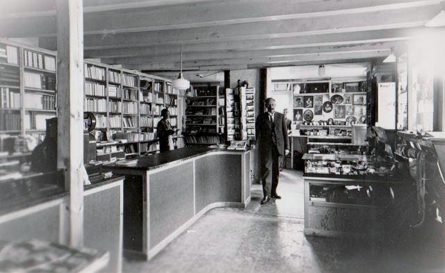 Amneus Boghandel - Bilde 1