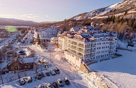 Idéhus har gitt nytt liv til Dr Holms Hotel – bli med inn