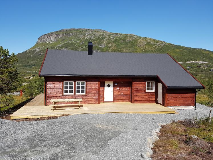 Kommende hytteeiere ønsker tradisjonelle hytter – men gjerne med en personlig vri. Felles for alle hyttene i Sysendalen ved Hardangervidda er derimot omgivelsene som inviterer til et liv utendørs.