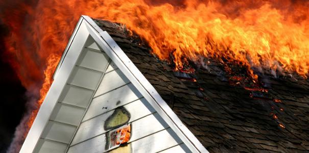 Tror brann startet i røykvarsler